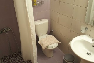 budget double room george bathroom
