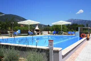 george studios with pool in lefkada