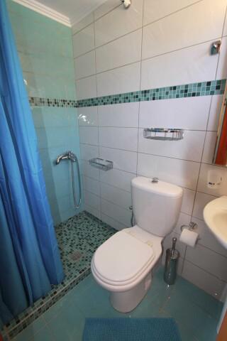 pool view double room george bathroom